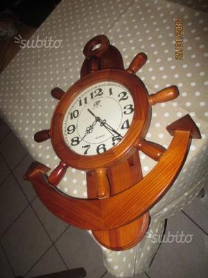 Orologio in legno da parete