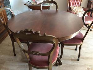 Tavolo rotondo con sei sedie da soggiorno