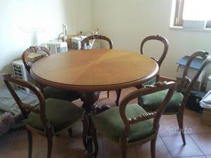 Tavolo tondo in noce con sei sedie