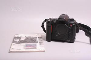 Fotocamera digitale reflex fuji s2 pro. solo corpo