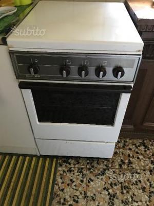 Cucina economica 4 fuochi e forno gas