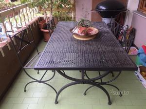 Tavolo da giardino con sei sedie