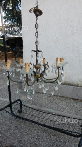 Lampadario in ottone con inserti in vetro