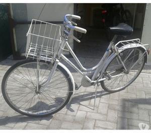 Bicicletta Bianchi da donna con cestino