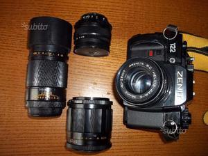 Macchina fotografica reflex Zenit con obbiettivi