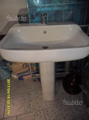 Lavandino a colonna completo di rubinetto