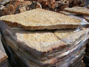 Lastroni: scorza in pietra di trani
