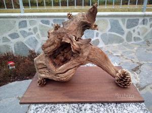 Radici di legno lavorate