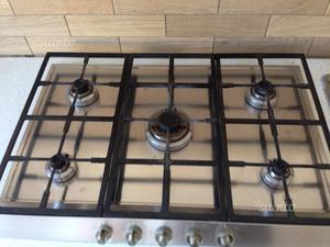 Piano cottura gas 4 fuochi smeg ad incasso posot class for Misure piano cottura 4 fuochi