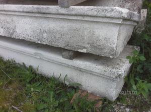 Antichi gradini in pietra chiara