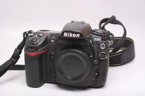 Fotocamera digitale reflex nikon d300. solo corpo
