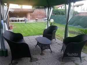 Gazebo in ferro e divanetto e poltrone in rattan posot class for Poltrone in rattan