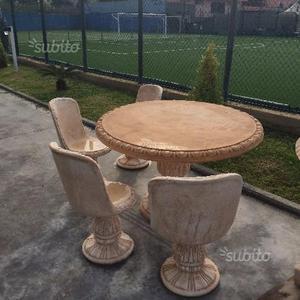 Tavolo con sedie - statua