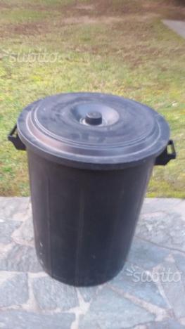 Contenitori in plastica da 75 o 100 litri