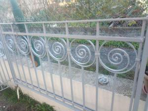 Ringhiera in ferro battuto antica