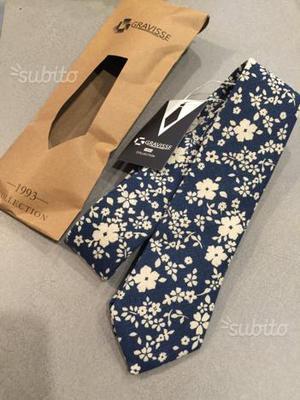 Cravatta lavorata a mano nuova