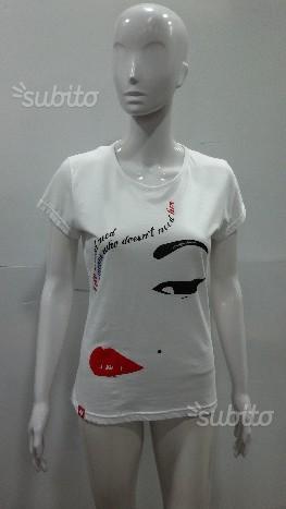 T shirt donna please