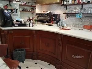 Banconi bar in legno e marmo