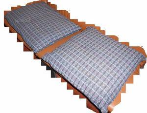 Due cuscini in tessuto