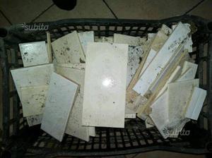 Piastrelline da bagno e pezzi di varia misura