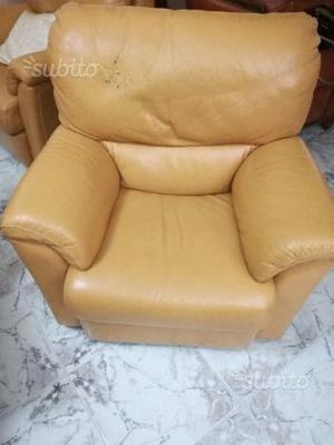 Divano in pelle con poltrone reclinabili posot class for Poltrone reclinabili