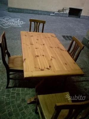Tavolo con quattro sedie pari al nuovo