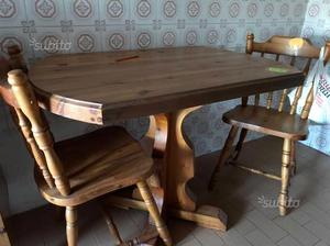 Tavolo in legno massello e 4 sedie