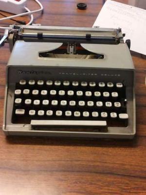 Vendesi macchina da scrivere marca Remington, colore grigio