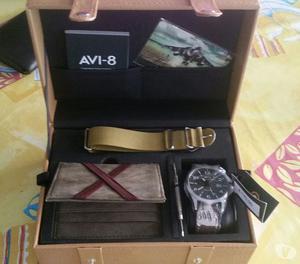 nuovo orologio AVI -8 con scatola
