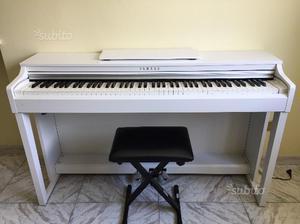vendo pianoforte yamaha clavinova clp 230 posot class. Black Bedroom Furniture Sets. Home Design Ideas