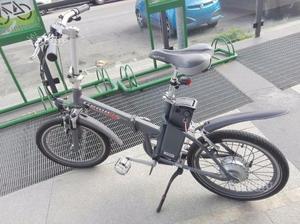 Bici elettrica pieghevole nera genio posot class for Bici pieghevole elettrica usata