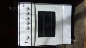 Cucina a gas Tecnogas e forno da incasso Ignis