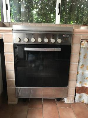 Cucina a gas 5 fuochi libera installazione posot class for Cucina libera installazione