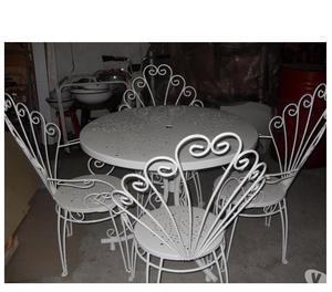 Tavolo 3 sedie in vetroresina anni 70 posot class for Tavolo e sedie ferro battuto