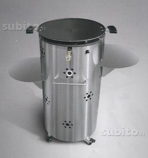 Barbecue a gas nuovo in acciaio con ruote