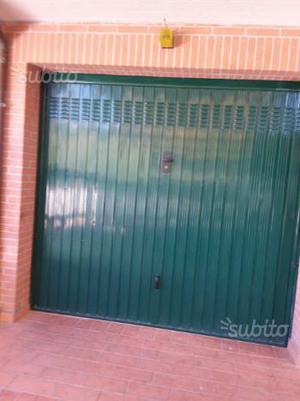Portone basculante per garage