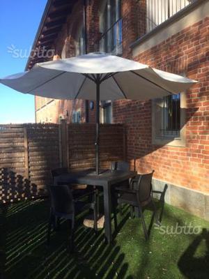 Tavolo e ombrellone