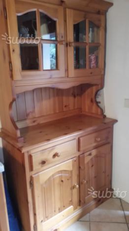 Vetrina in legno di pino per taverna