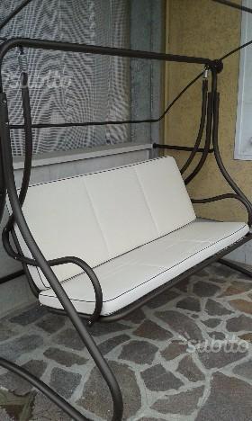 Dondolo tre posti per giardino o terrazzo posot class for Dondolo da giardino usato