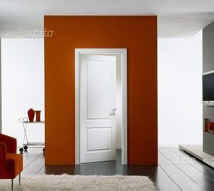 Porte laccate con telaio e coprifili in legno