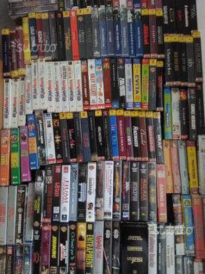 Oltre 400 serie e film in VHS - con cellophane