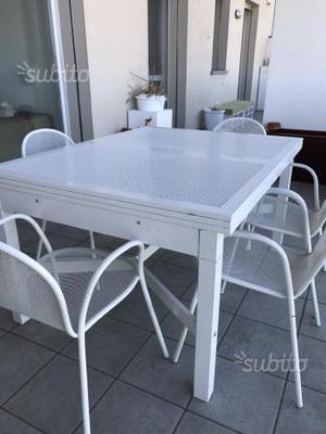 Tavolo e sedie da esterno emu