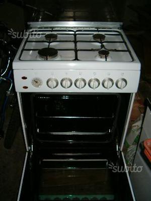 Cucina a gas tecnogas e forno da incasso ignis posot class for Cucina 80x60 forno elettrico