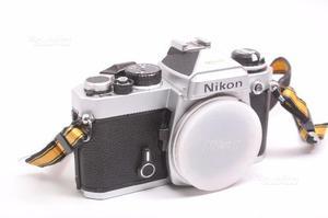 Fotocamera reflex analogica nikon fe. silver. body