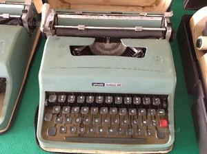 Macchina da scrivere vintage OLIVETTI LETTERA 32
