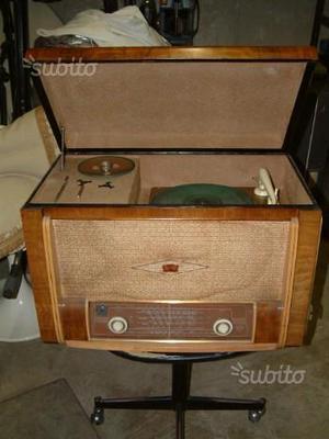 Radio d'epoca con caricatore dischi