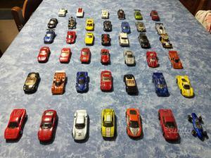 Collezione di ferrari hotwhells e altre auto