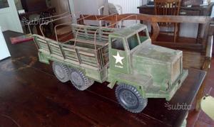 Giocattolo d'epoca.Camion militare U.S. Army