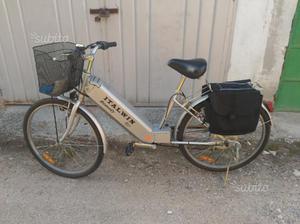 Bici con pedalata assistita