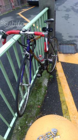 Bici da corsa carbonio e alluminio